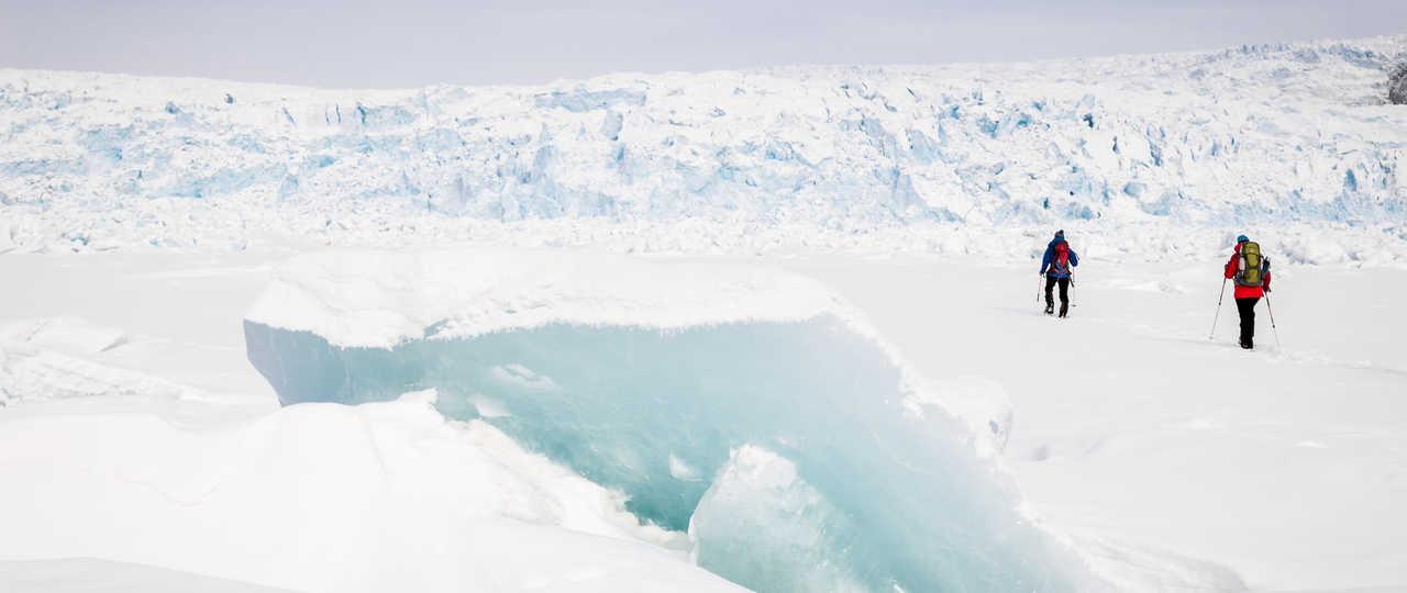 Randonnée raquettes sur la glace au Groenland
