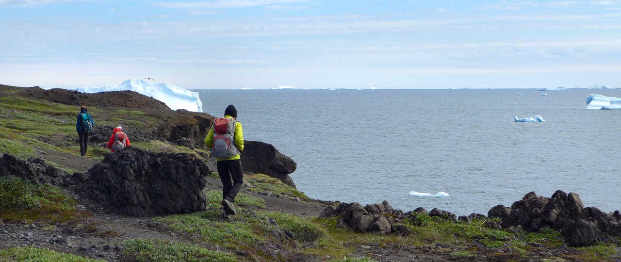 Randonnée sur l'île de Disko au Groenland, vue sur l'océan