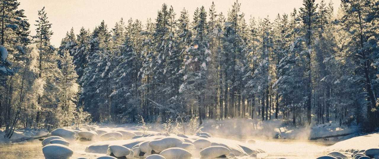 Rivière en hiver en Laponie Suédoise