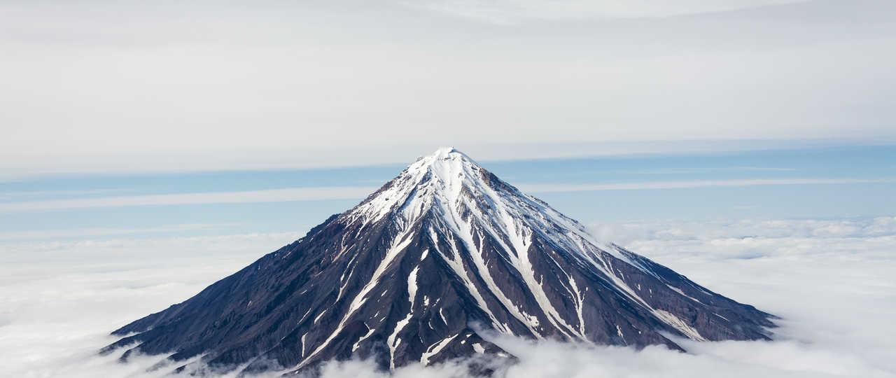 Volcans au-dessus des nuages