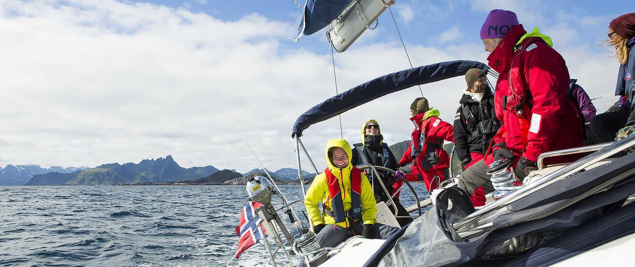 Navigation à bord d'un voilier en Norvège