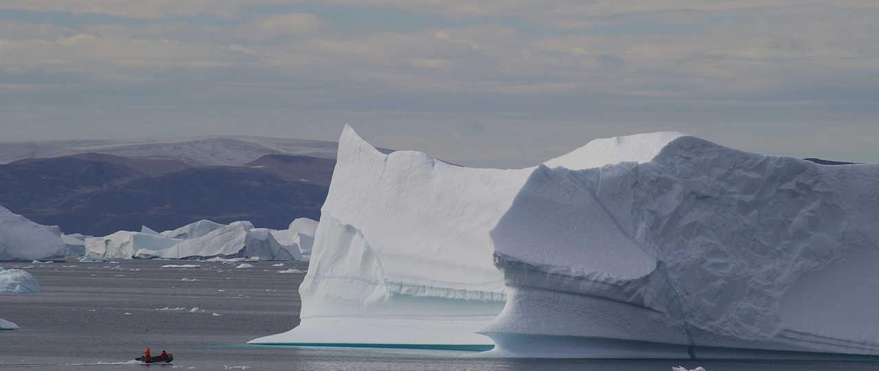 sortie zodiac lors d'une croisière au Groenland