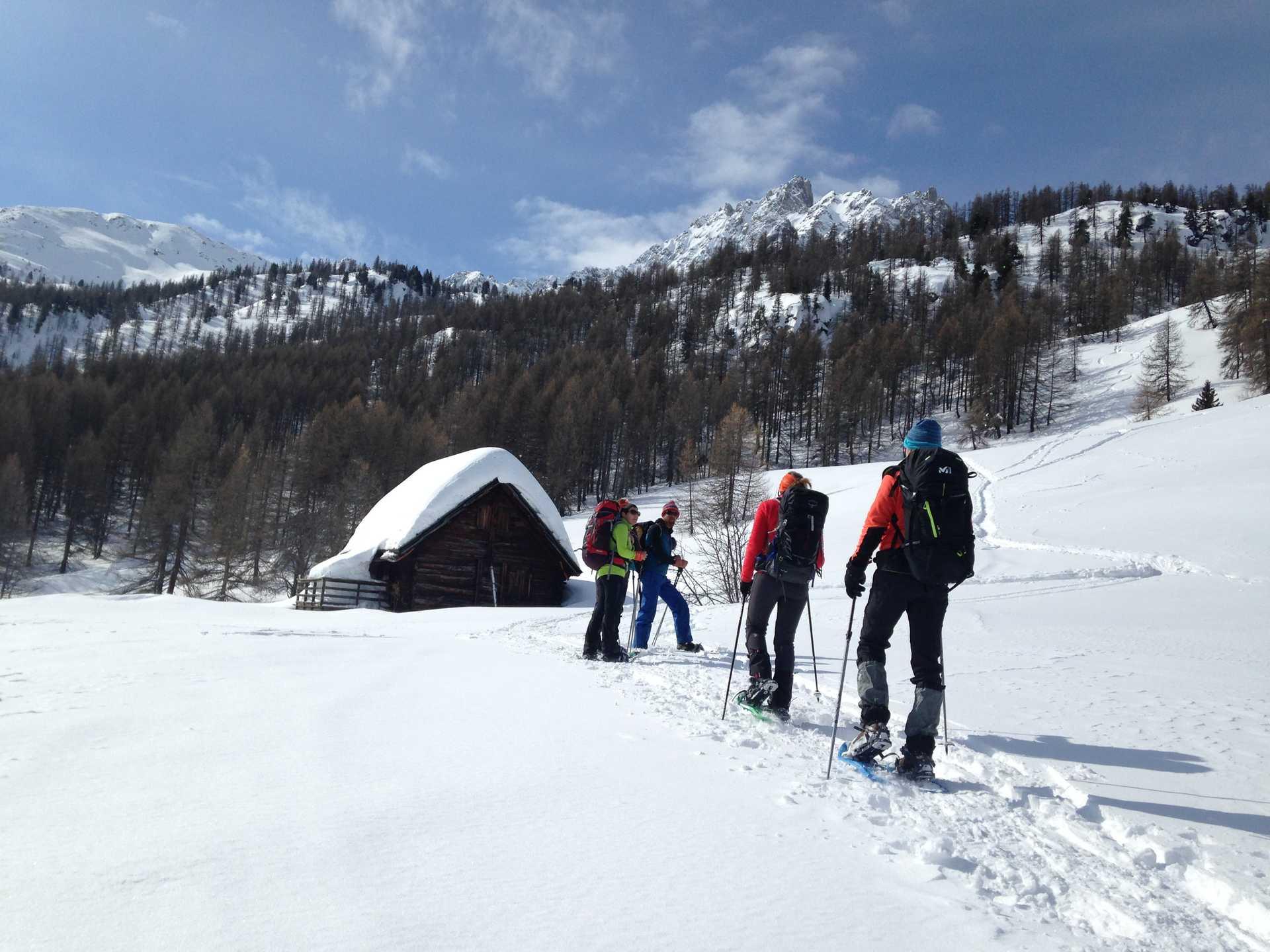 Albanie, traversée de hameaux en raquettes