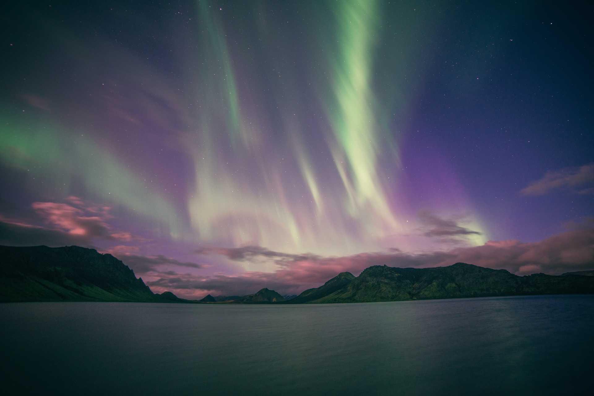 Aurores boréales depuis la mer, au large des Lofoten