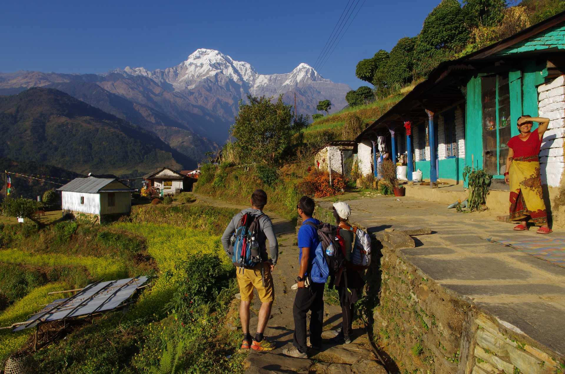 Trekkeurs dans les balcons des Annapurnas