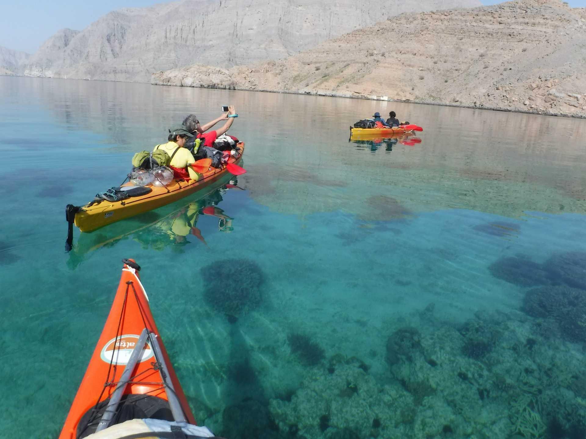 Cabotage en kayak de mer dans les fjords d'Arabie