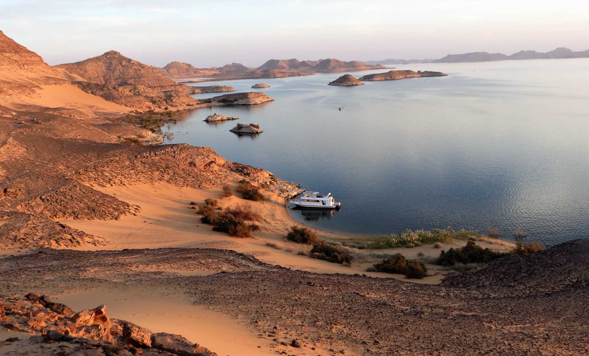 Coucher de soleil sur le lac Nasser en Egypte