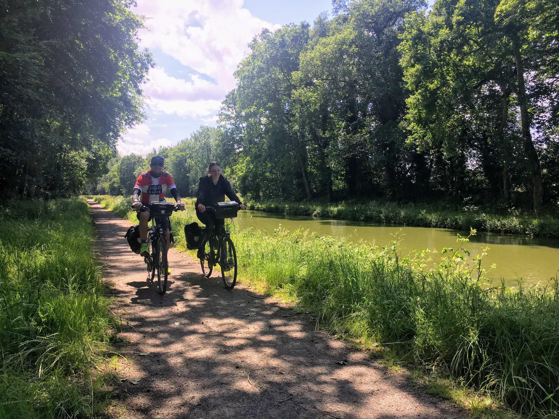 Cyclistes sur le Canal d'Ille et Rance