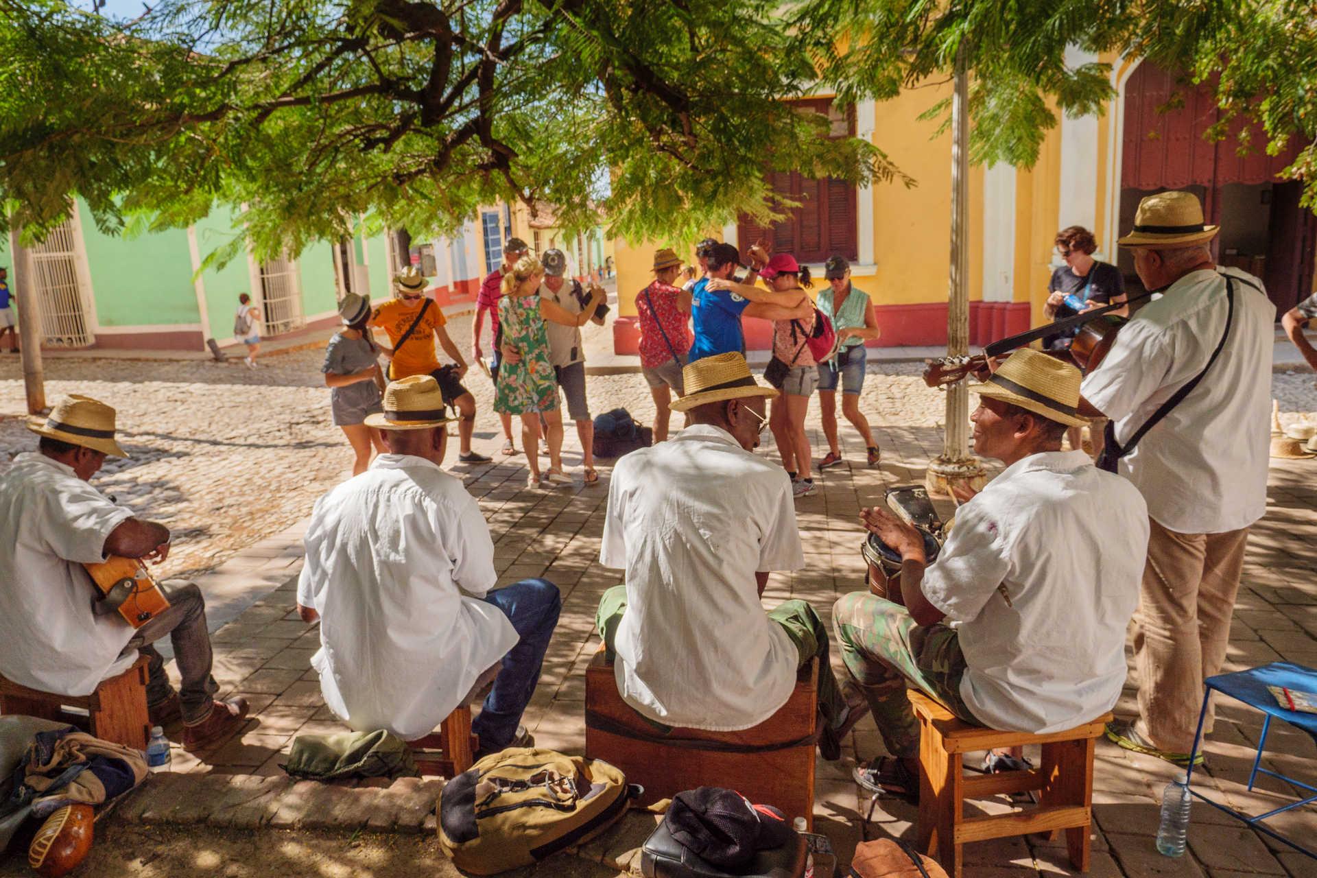 Danser la salsa dans les rues de Trinidad