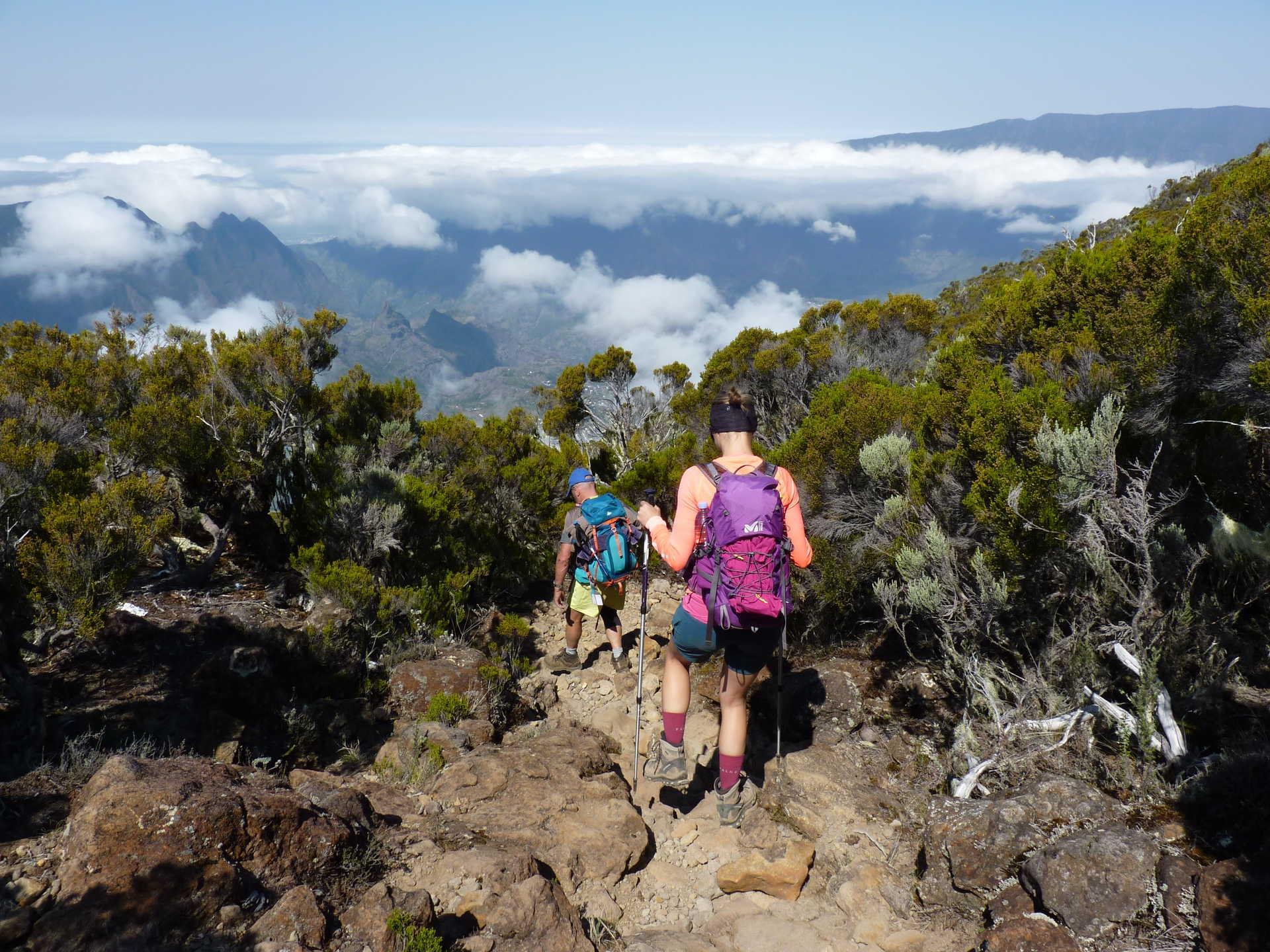 Randonneurs dans la descente vers la Plaine des Cafres, la Réunion