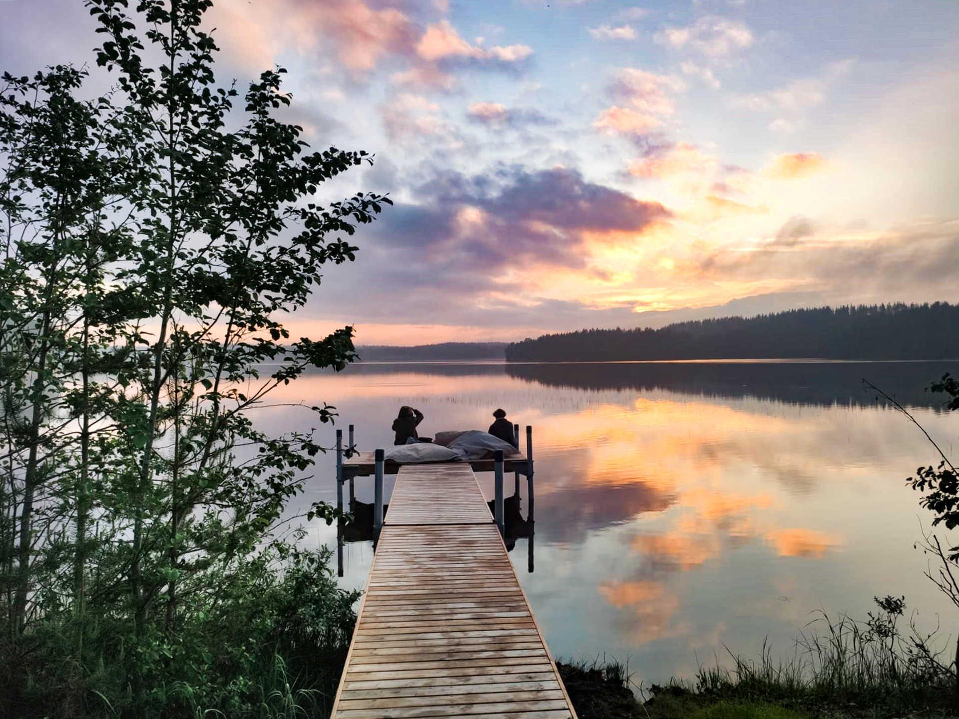 Détente au bord du lac, Finlande