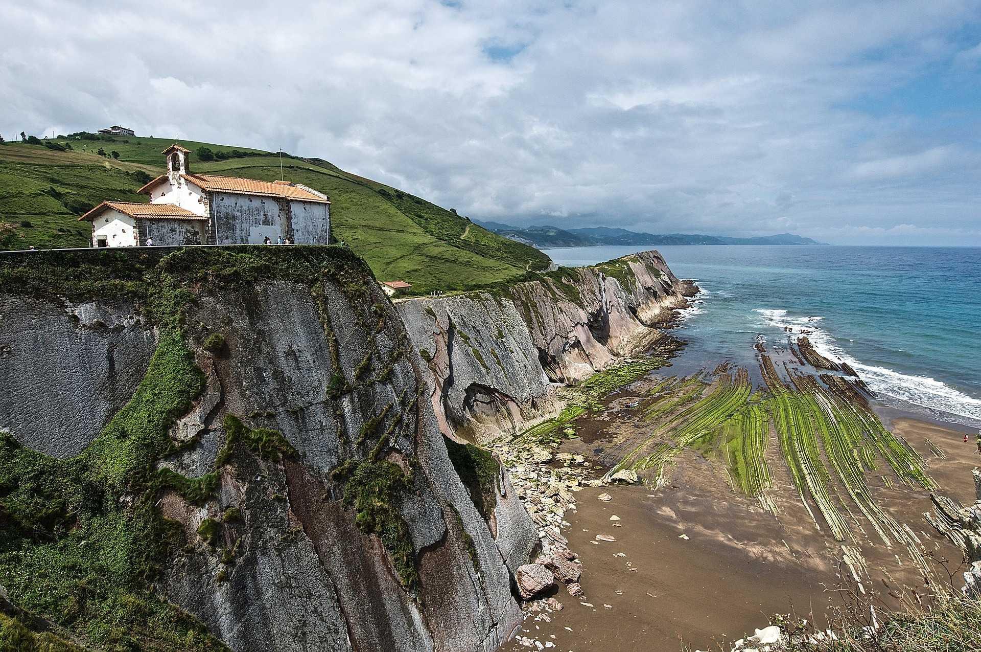 Falaises sur la côte basque du Golf de Gascogne