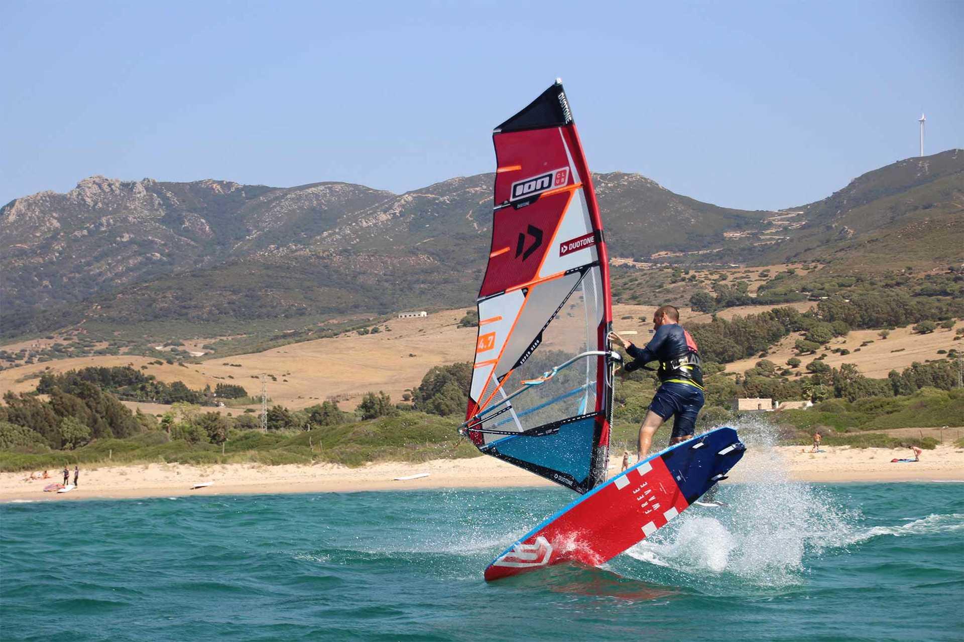 windsurf session à Tarifa avec ION CLUB