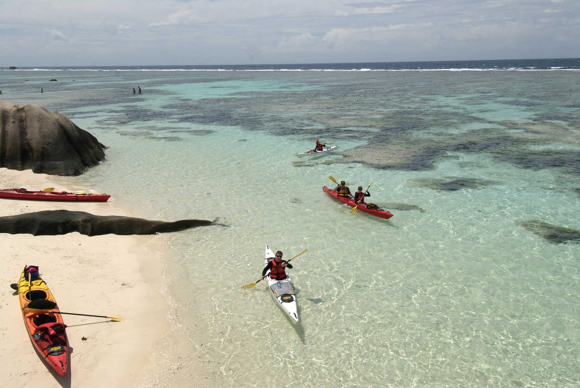 Kayak à Anse Source d'Argent aux Seychelles