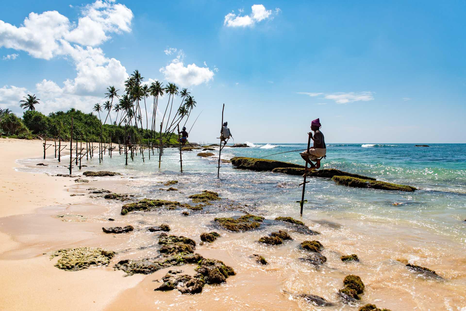 Les pêcheurs sur la côte sud du Sri Lanka