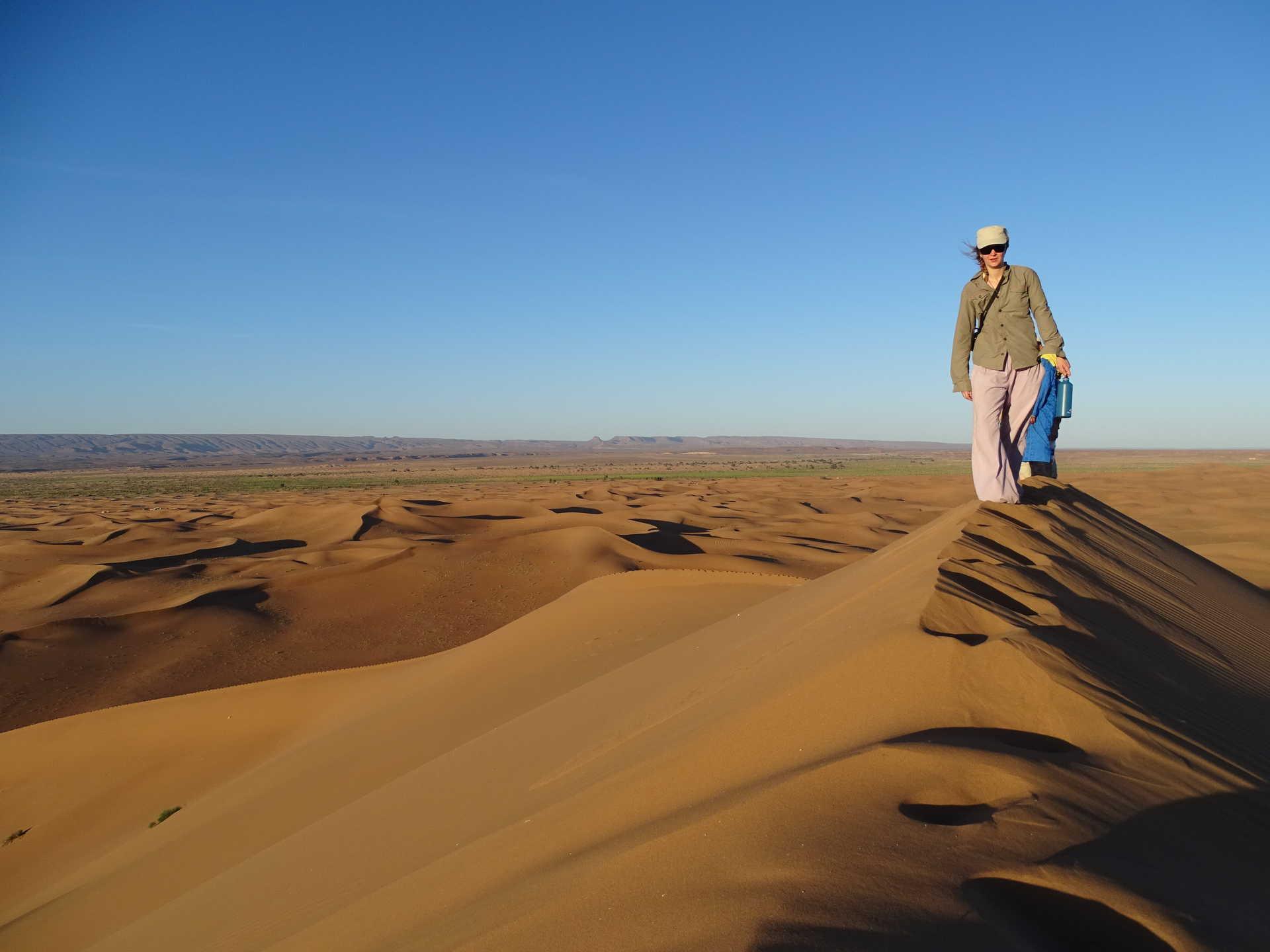 Marcheur dans le Drâa, Maroc