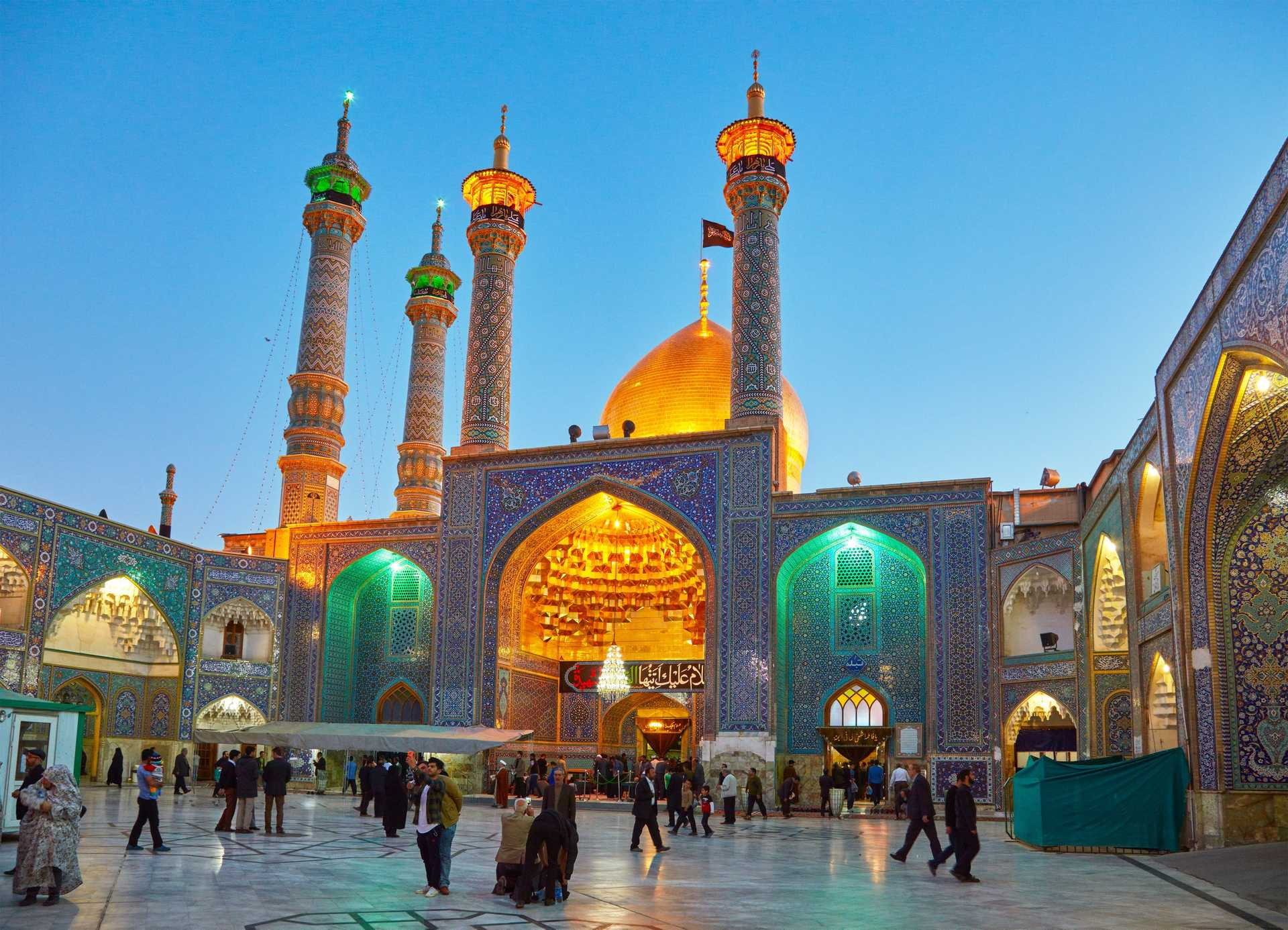 Mosquée - Sanctuaire de Fatima Masoumeh la nuit, Iran
