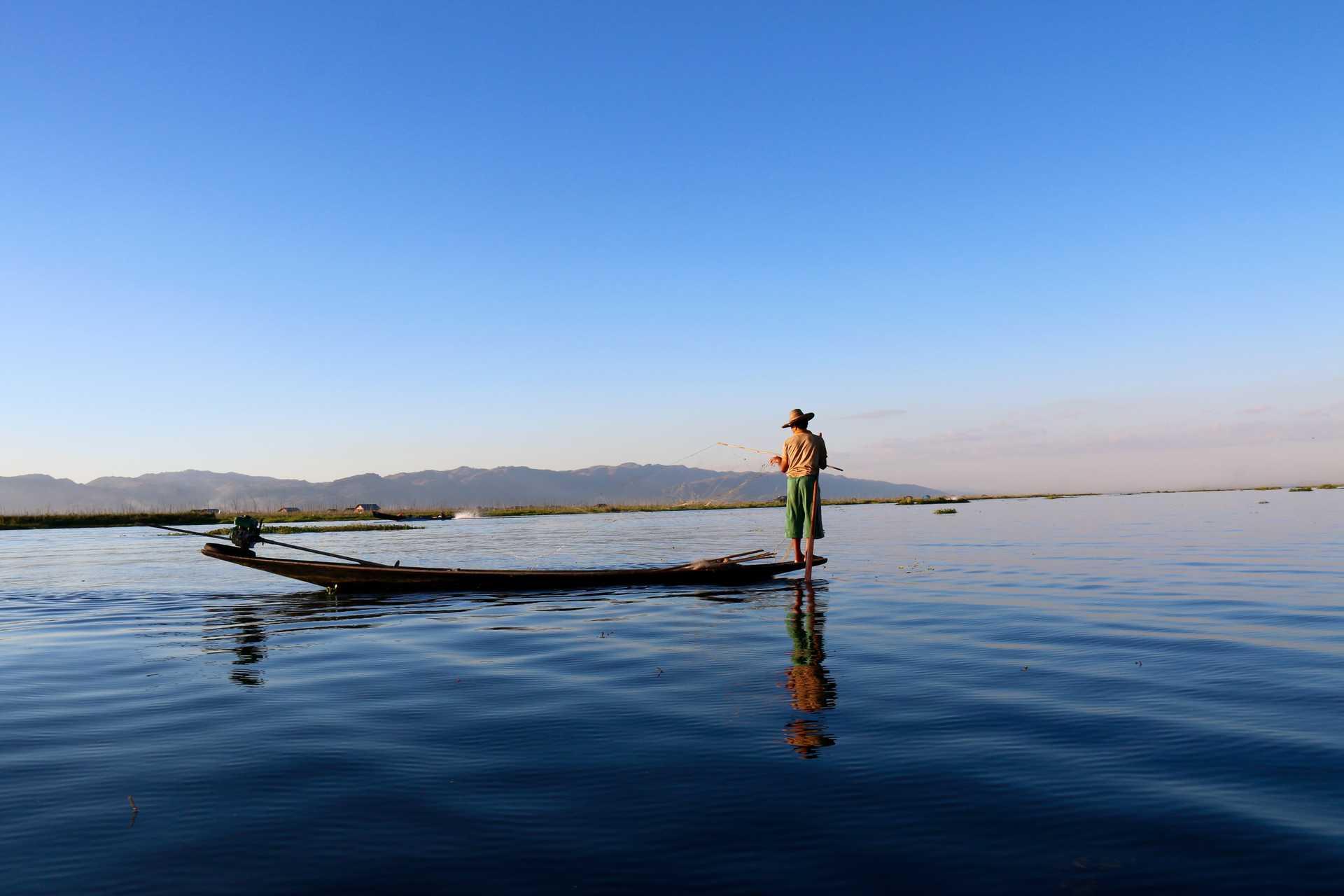 Pêcher sur le lac Inle