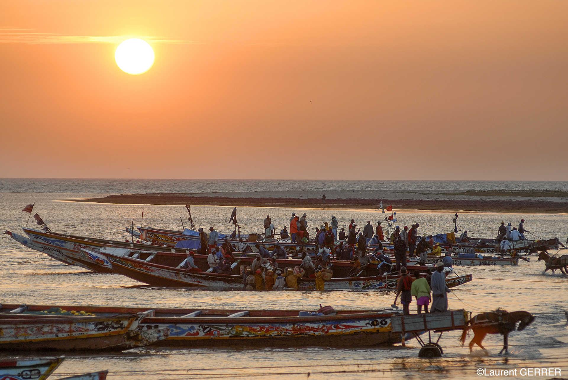 Pirogues à l'embouchure du fleuve Sénégal