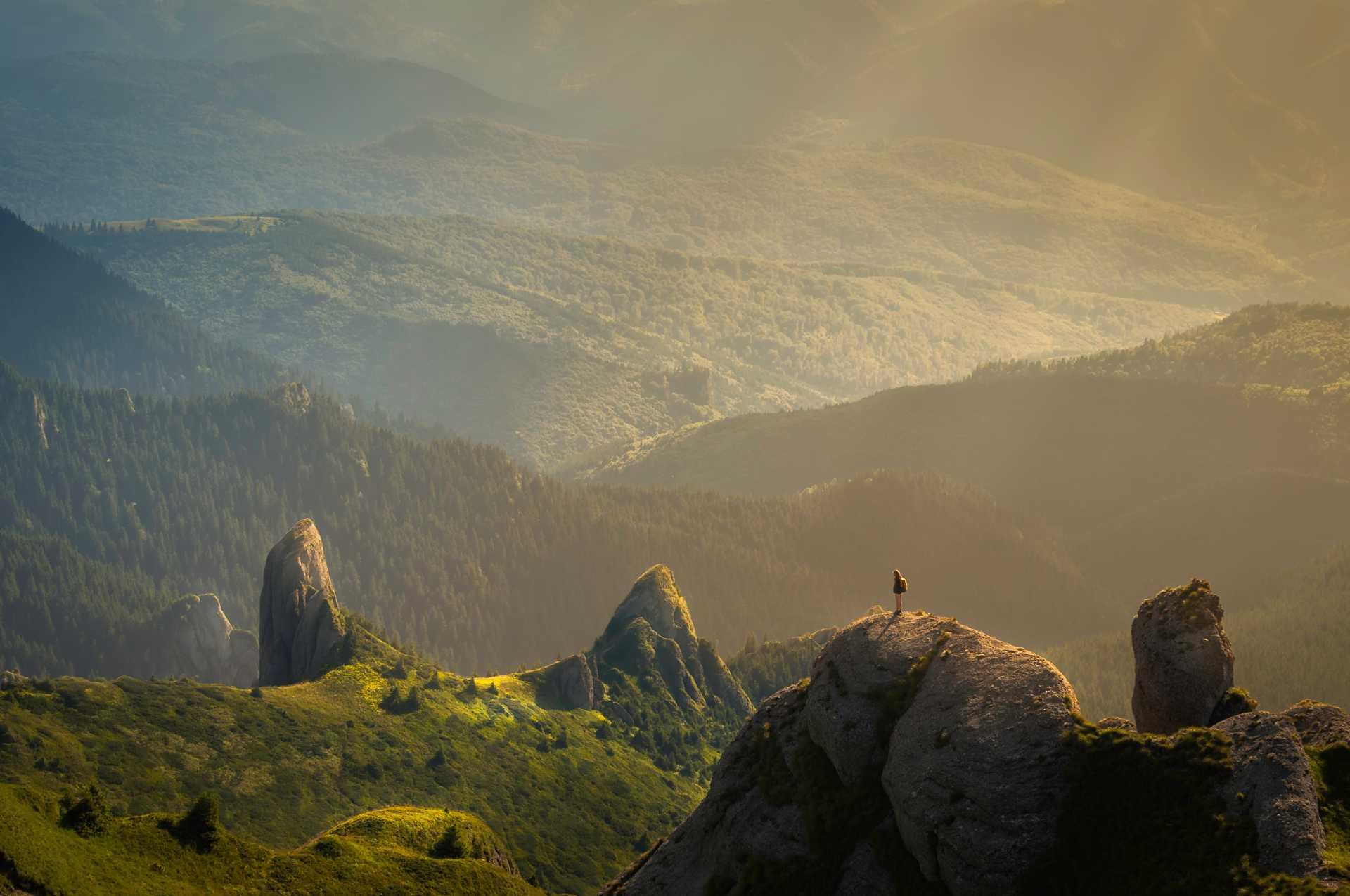 Randonneur dans les montagnes Ciuscas, Roumanie