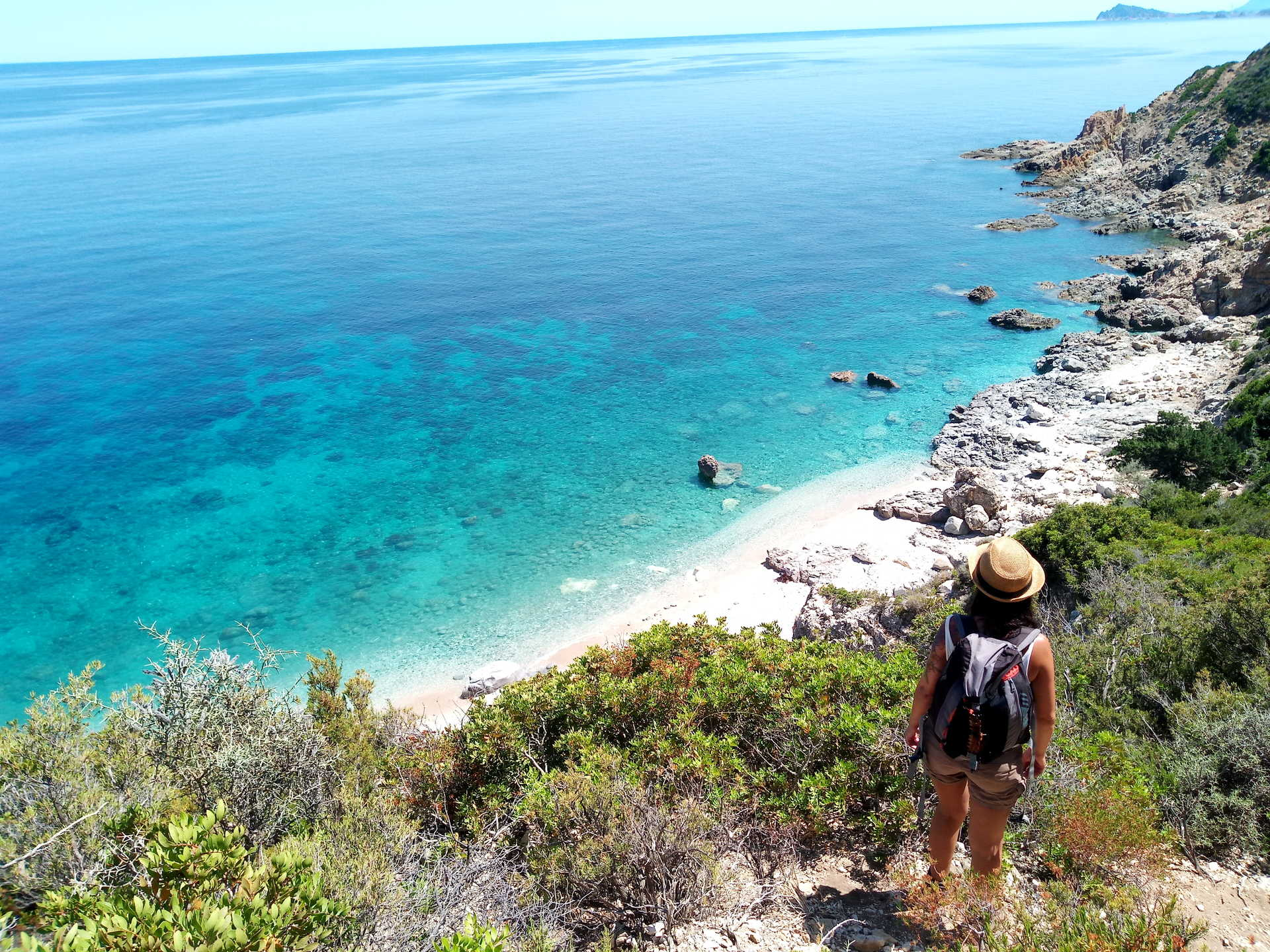 Randonneur Sardaigne vers la Cala Fenile
