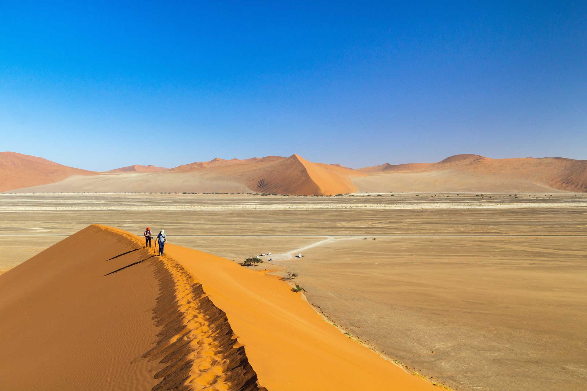 Randonneurs au désert du Namib