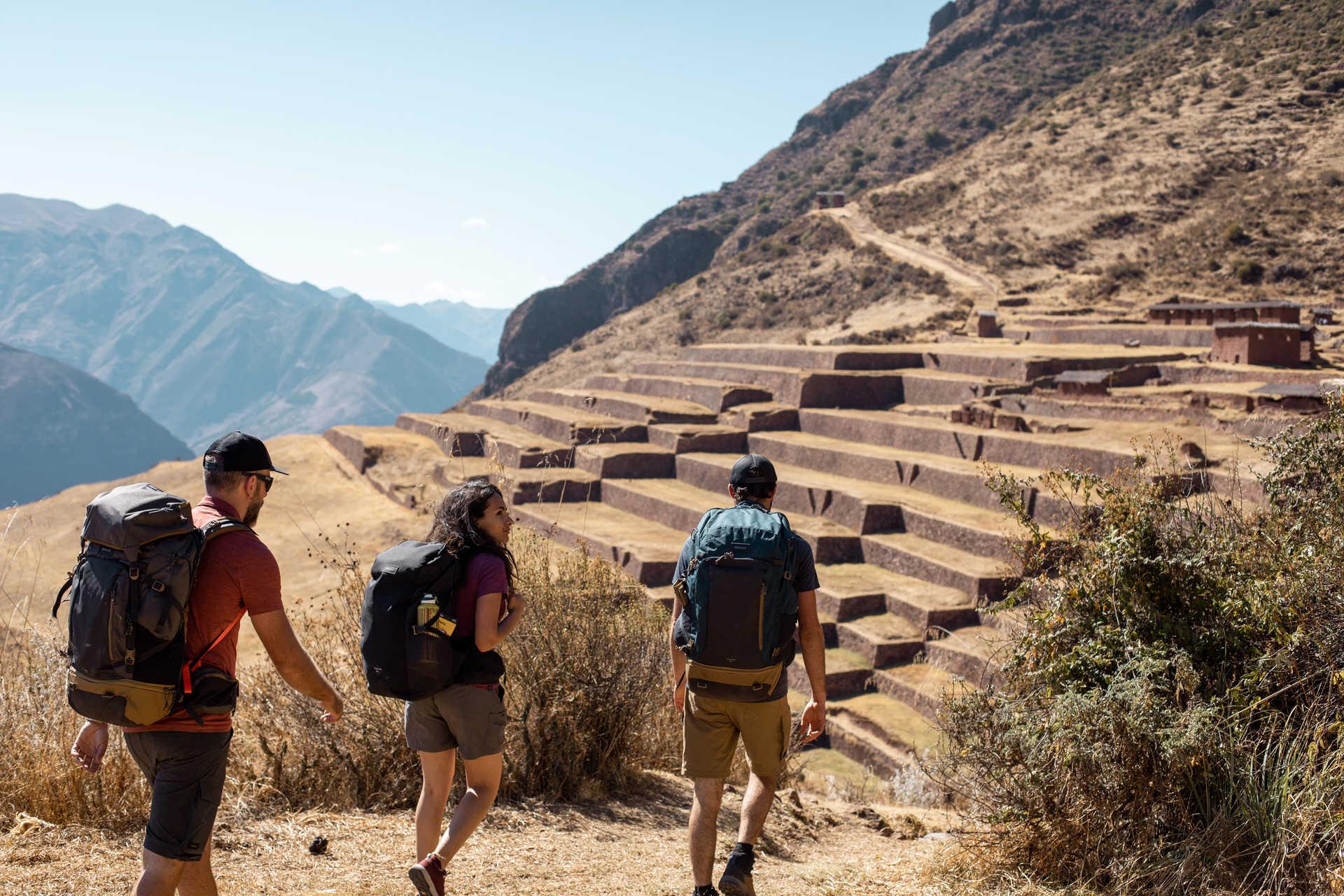 Randonneurs sur les chemins incas