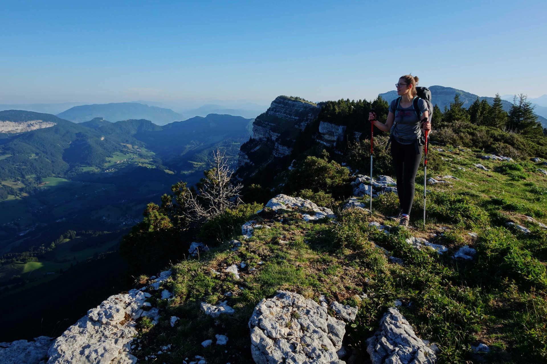 Randonneuse dans le massif de la Chartreuse
