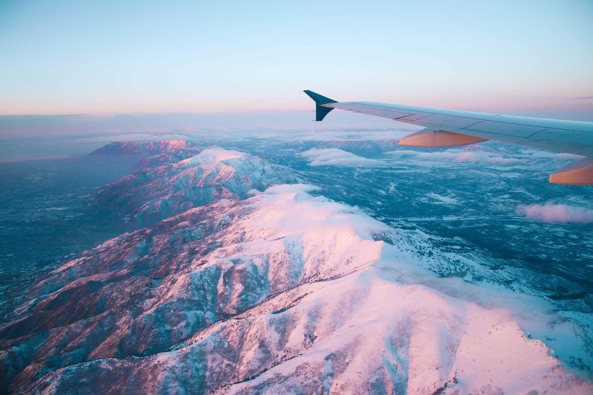 Survol des montagnes en avion