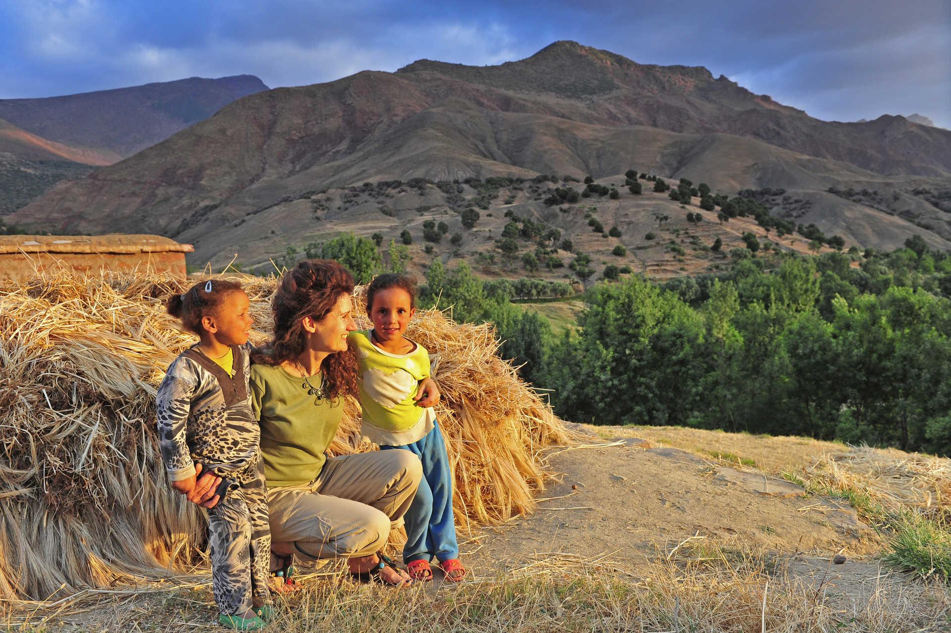Tendre rencontre avec des enfants du village de Tasselt, Maroc