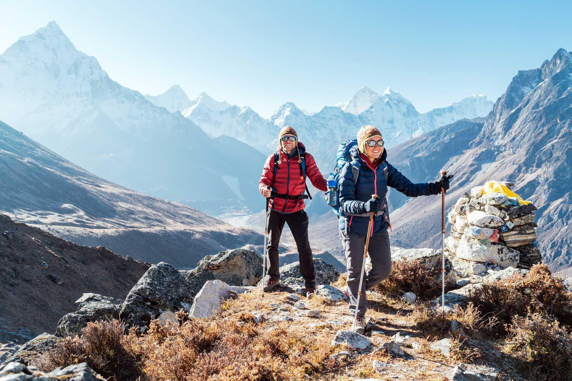 Trekkeurs sur l'itinéraire de camp de base de l'Everest