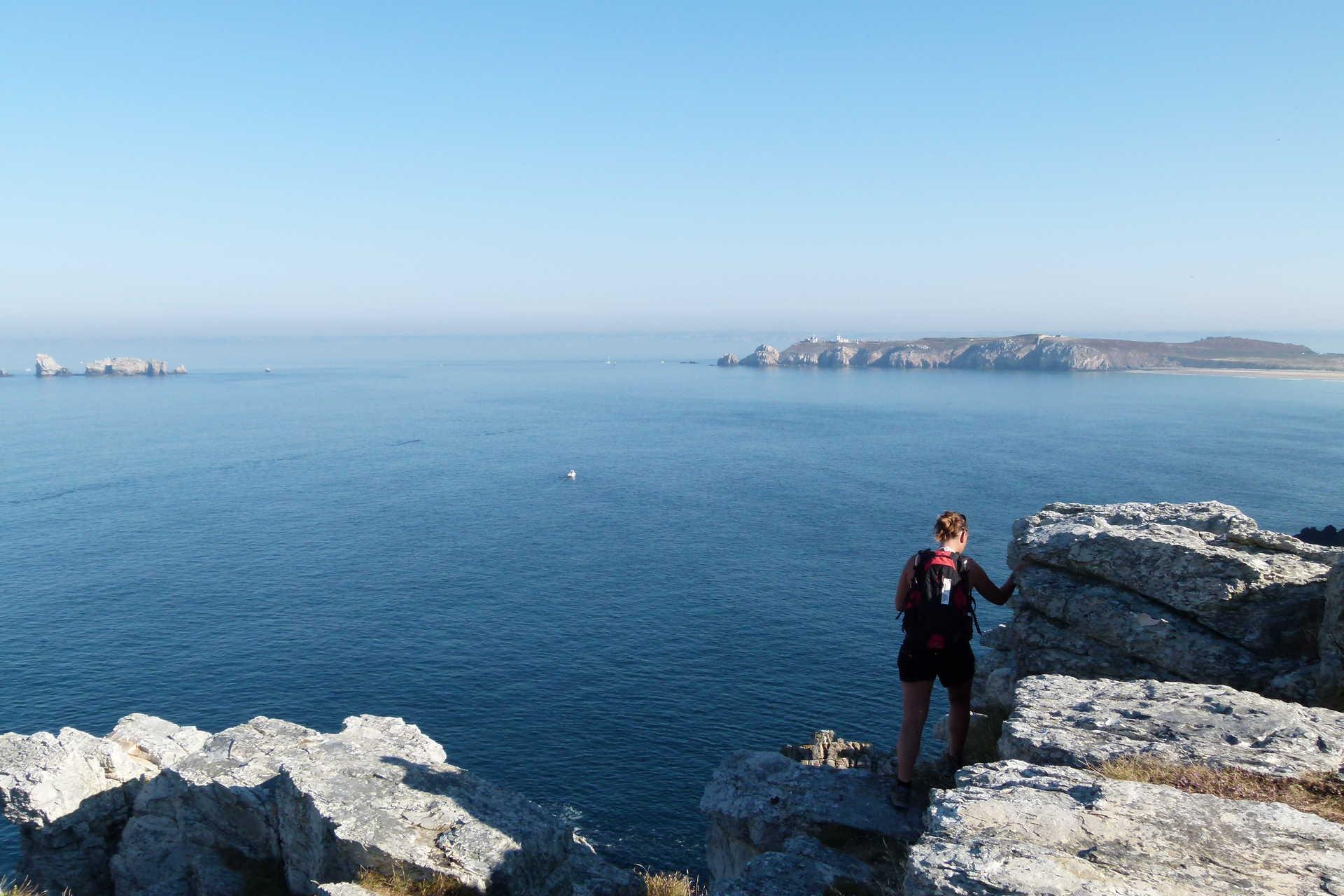 Vue sur l'île d'Ouessant depuis Crozon