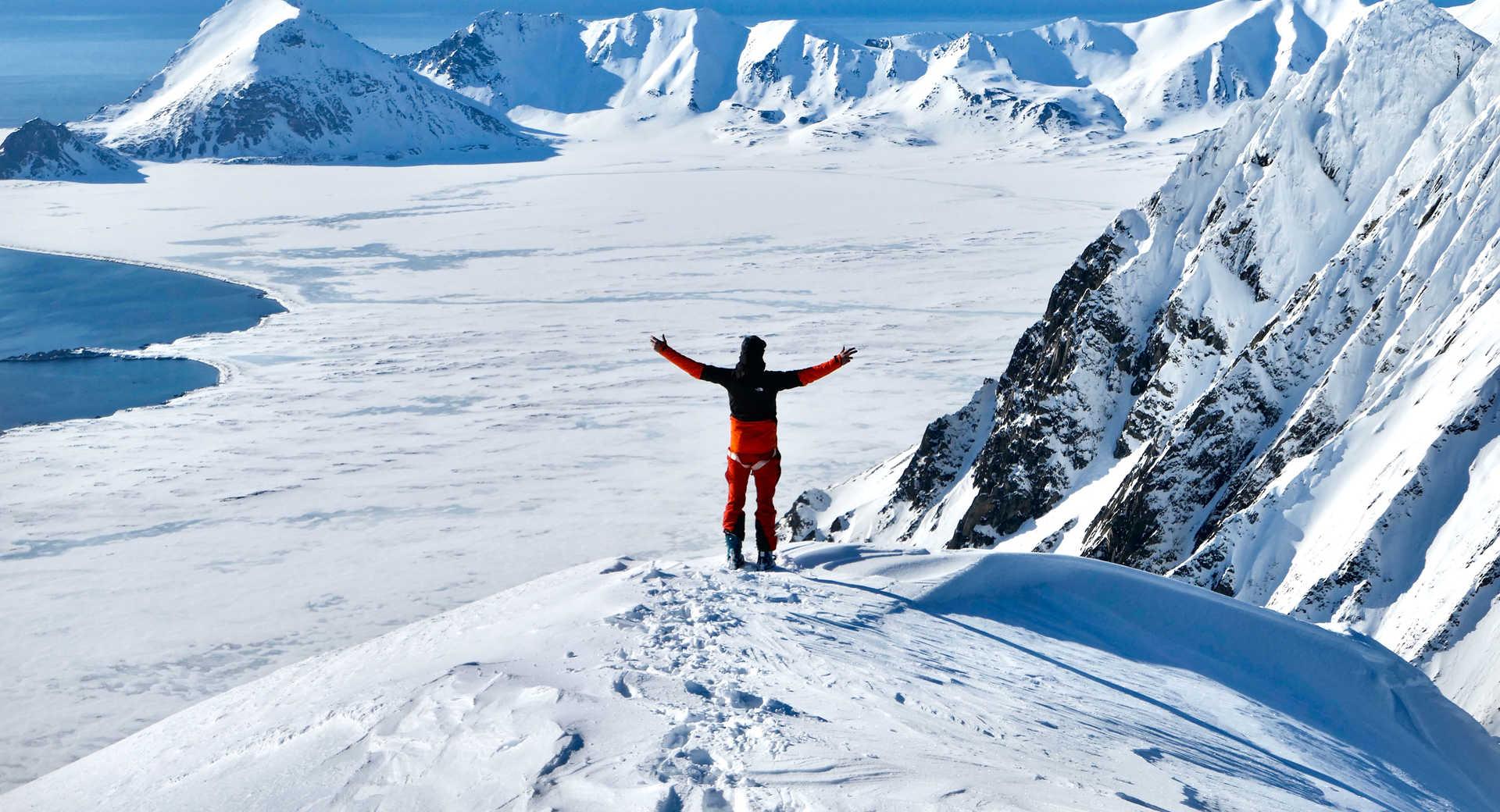 Au sommet des montagnes du Svalbard, hiver
