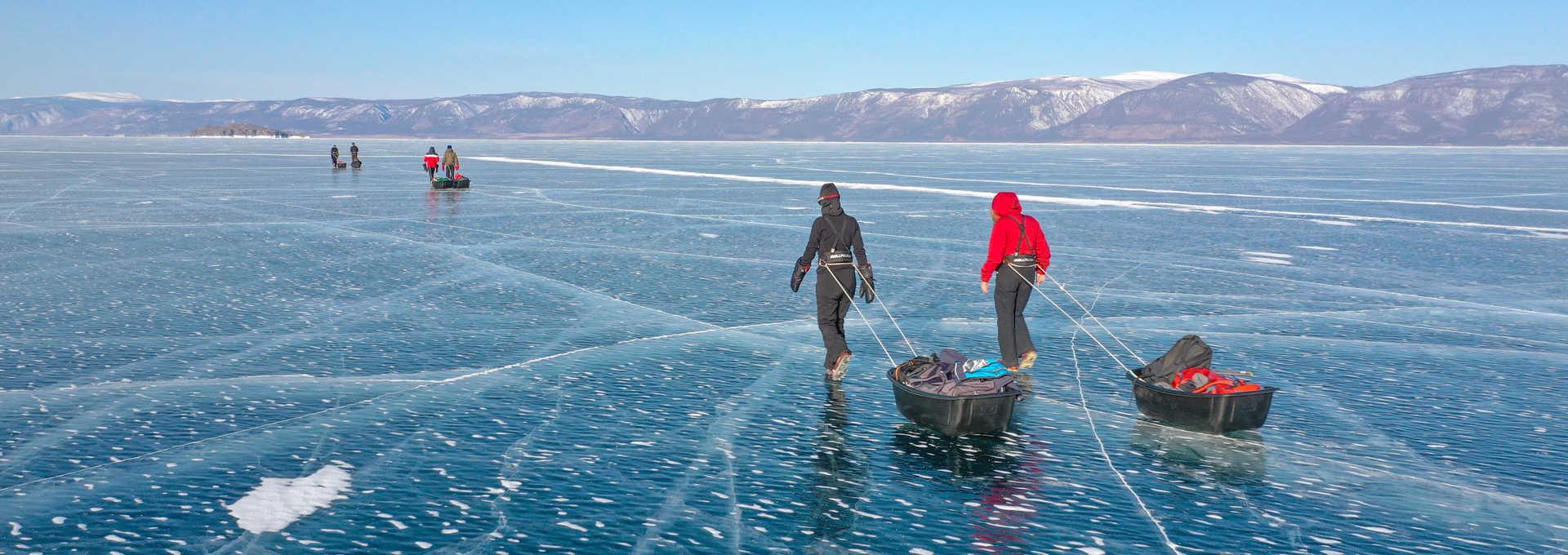 Randonnée en pulka sur la glace du Baikal