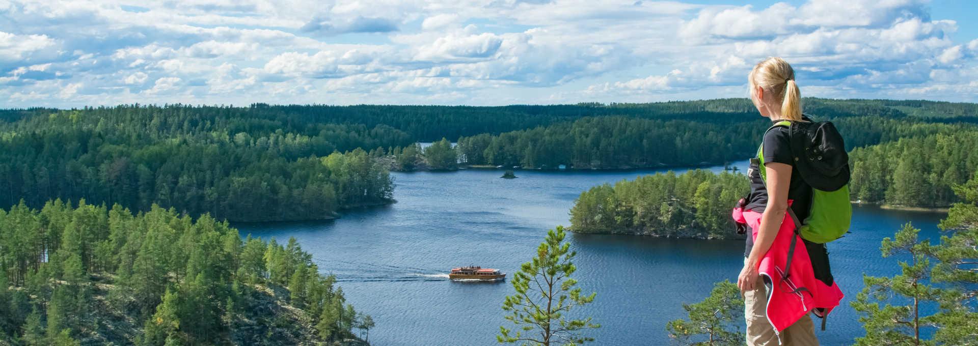 Randonnée l'été en Finlande