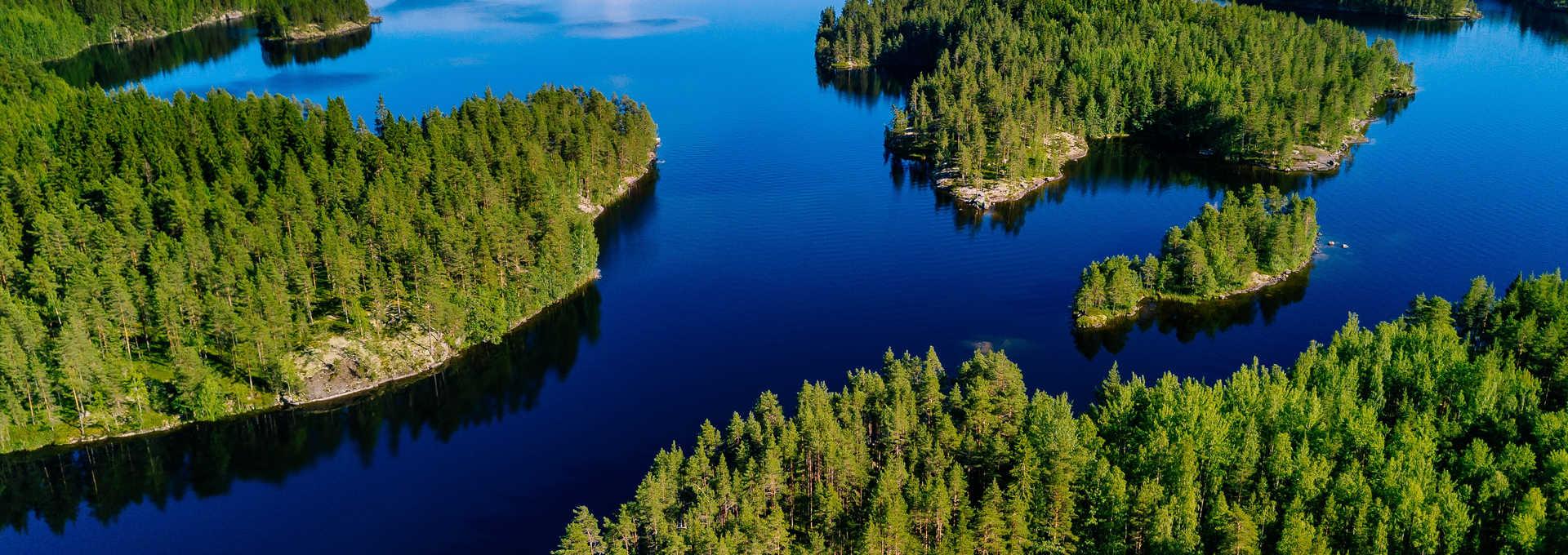 Vue aérienne sur les îles de Finlande