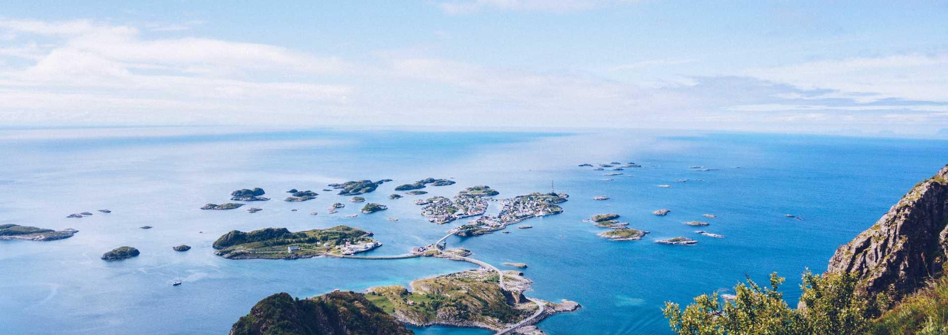 Randonnée en Norvège et panorama depuis le sommet des Lofoten