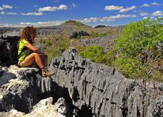 Contemplation des tsingys de Madagascar