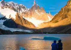 Coucher de solei sur la Laguna Torre et le Cerro Torre en toile de fond