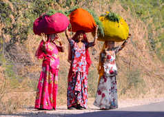 Femmes indiennes sur la route