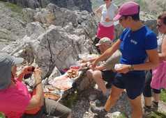Pique-nique avec le groupe de voyageurs et notre guide Giulia