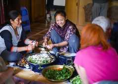 Préparation du repas avec les voyageurs au Ladakh