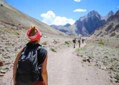 Randonneurs dans la vallée de la Sumda, Ladakh