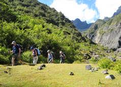 Randonneurs de Marla à La Nouvelle, cirque de Mafate, La Réunion