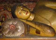 Statue-de-bouddha-couché-grottes-de-Dambulla-Sri-Lanka