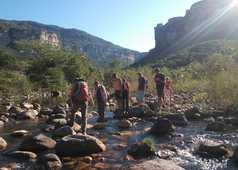Traversée d'une rivière à la Chapada Diamantina