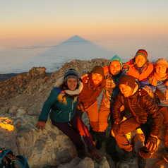 Equipe locale au sommet du Teide