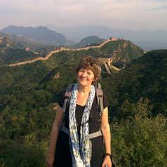 Sabine devant la Grande Muraille de Chine