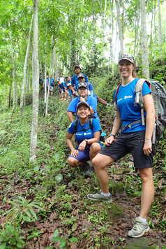 Guides Altai Indonesia dans la plantation de Kaliklatak, Java, Indonésie