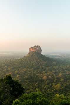 Vue sur le Rocher du Lion, Sigiriya